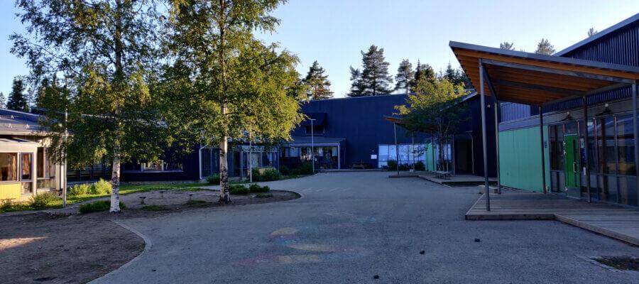 Skogmo Skole fra baksiden i Juni 2021